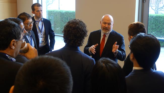 Cliff Asness speaking to delegates at a students conference in New York